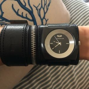 Vestal wise leather band watch